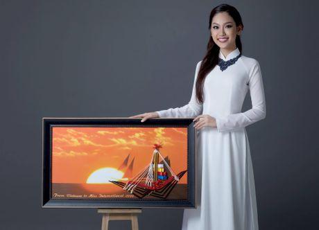 Á khôi Phương Linh mang món quà đặc biệt đến Miss International 2016