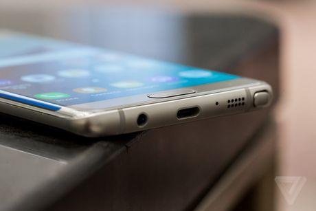 Samsung mo gian hang doi Note 7 tai cac san bay tren the gioi - Anh 1