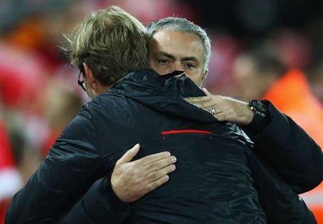 Mourinho va Klopp het loi khen ngoi trong tai - Anh 1