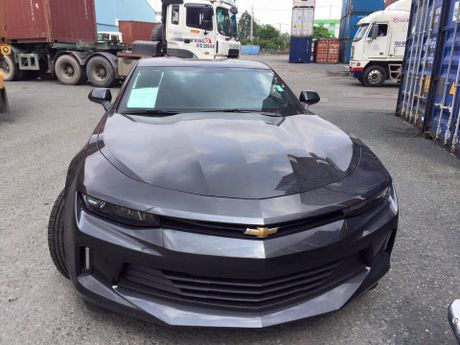 Chevrolet Camaro 2017 dau tien xuat hien tai Viet Nam - Anh 3