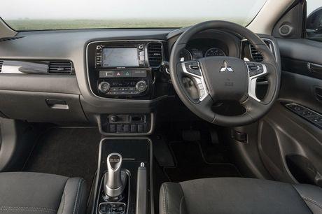 Mitsubishi Outlander phien ban dac biet gia 900 trieu - Anh 6