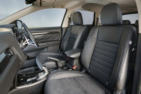 Mitsubishi Outlander phien ban dac biet gia 900 trieu - Anh 7