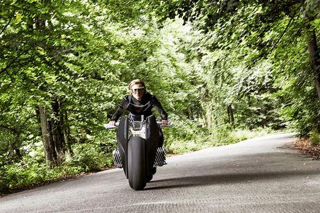 BMW Motorrad ra mat moto tuong lai Vision Next 100 - Anh 7