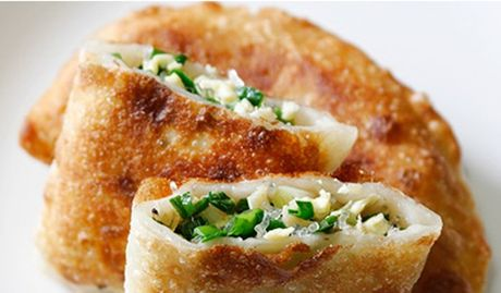 Cách làm bánh hẹ chiên giòn thơm ngon đúng điệu