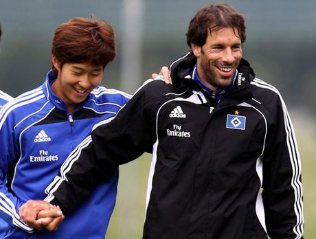 """""""Sat thu"""" Son Heung Min mang on Nistelrooy - Anh 1"""