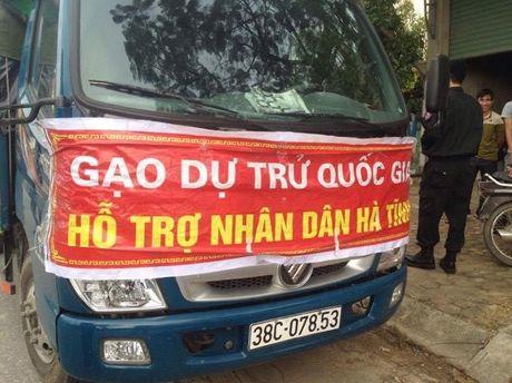 Phat hien xe 'gao… ho tro nhan dan Ha Tinh' nhap hang cho tu thuong - Anh 1