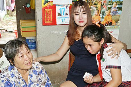 Phi Thanh Van khoc nac khi tham hai ba chau ngheo kho - Anh 2