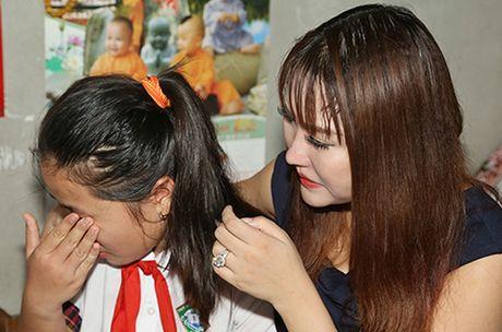 Phi Thanh Van khoc nac khi tham hai ba chau ngheo kho - Anh 3