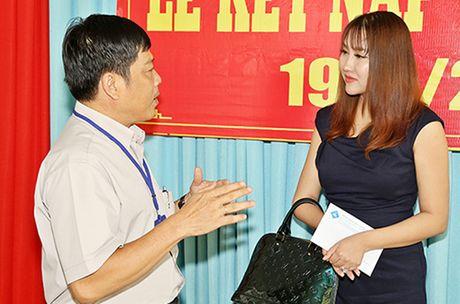 Phi Thanh Van khoc nac khi tham hai ba chau ngheo kho - Anh 6