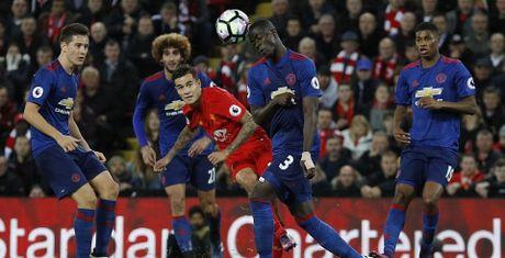 Bop nghet derby nuoc Anh, Mourinho bop chet luon Man United - Anh 1