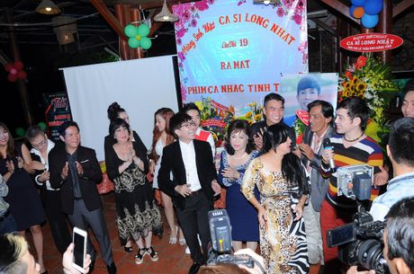 Long Nhat om chat A hau Trinh Kim Chi don tuoi moi - Anh 11