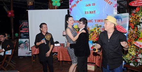 Long Nhat om chat A hau Trinh Kim Chi don tuoi moi - Anh 1
