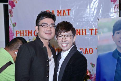 Long Nhat om chat A hau Trinh Kim Chi don tuoi moi - Anh 2