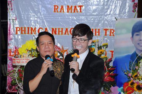 Long Nhat om chat A hau Trinh Kim Chi don tuoi moi - Anh 4