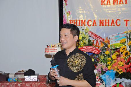 Long Nhat om chat A hau Trinh Kim Chi don tuoi moi - Anh 5
