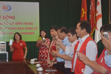Phat dong chuong trinh nhan tin 'Vi dong bao vung lu' - Anh 3