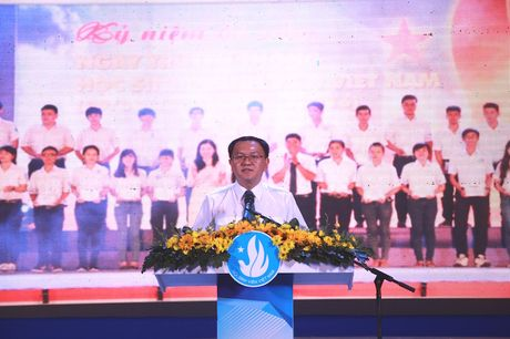 TPHCM vinh danh 83 thu khoa cac truong dai hoc, cao dang - Anh 4
