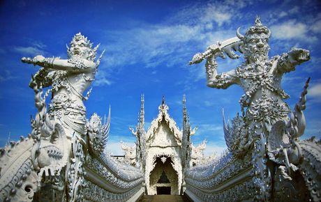 Kham pha Wat Rong Khun ky quan Phat giao trang cua Thai Lan - Anh 2