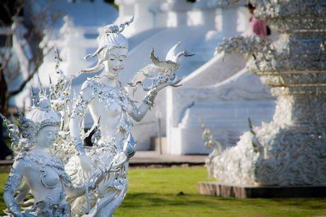 Kham pha Wat Rong Khun ky quan Phat giao trang cua Thai Lan - Anh 6