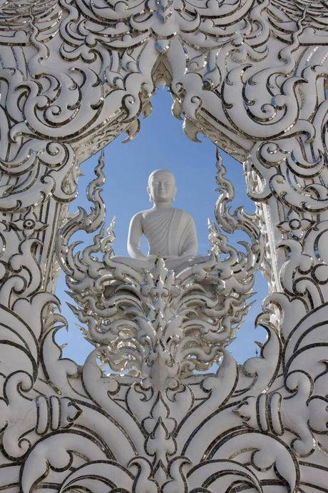 Kham pha Wat Rong Khun ky quan Phat giao trang cua Thai Lan - Anh 9