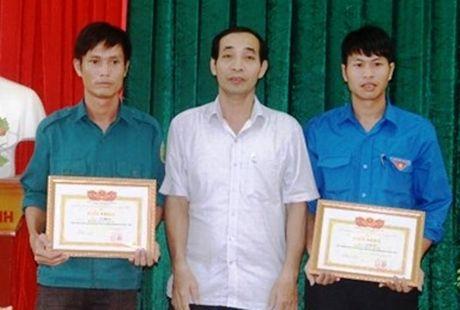 Ha Tinh: Bieu duong hanh dong dep cuu nguoi trong mua lu - Anh 1