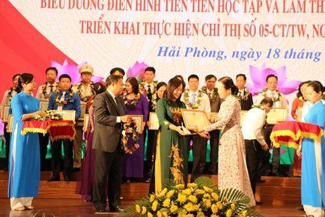 Hai Phong: 'Nguoi dung dau phai guong mau ve dao duc, tac phong' - Anh 2