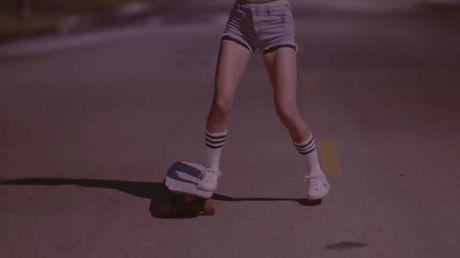 'Nu than truot van' xinh dep hop hon trong MV cua Far East Movement va Hyorin - Anh 1