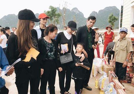 Ho Ngoc Ha huy show, dua Su Beo ve que Quang Binh cuu tro dong bao chiu thien tai - Anh 11