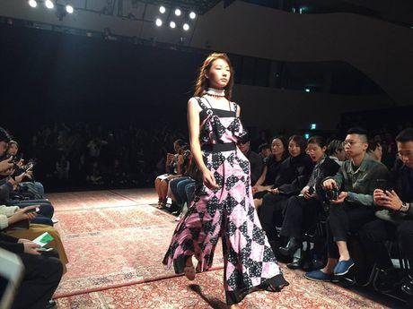 Hoang Ku, Chau Bui, Min cung cac fashionista Viet noi khong kem fashionista Han tai Seoul Fashion Week - Anh 27