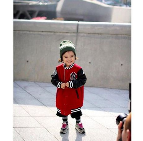 Fashionista hay Ngoi sao? Khong, chinh cac co be cau be nay moi dang 'thong tri' Seoul Fashion Week! - Anh 12