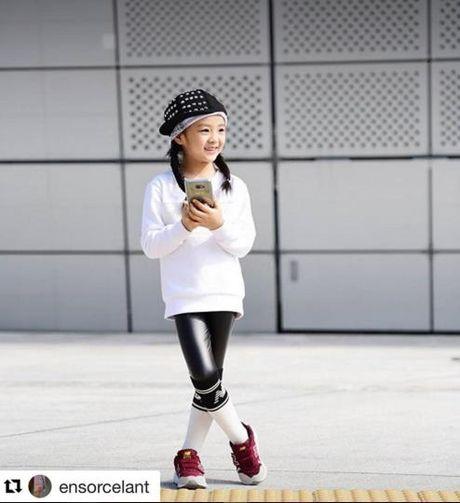 Fashionista hay Ngoi sao? Khong, chinh cac co be cau be nay moi dang 'thong tri' Seoul Fashion Week! - Anh 14