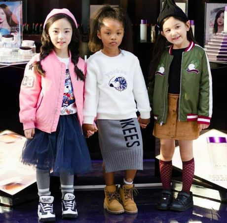 Fashionista hay Ngoi sao? Khong, chinh cac co be cau be nay moi dang 'thong tri' Seoul Fashion Week! - Anh 15