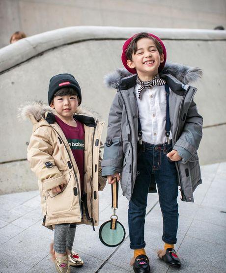 Fashionista hay Ngoi sao? Khong, chinh cac co be cau be nay moi dang 'thong tri' Seoul Fashion Week! - Anh 17