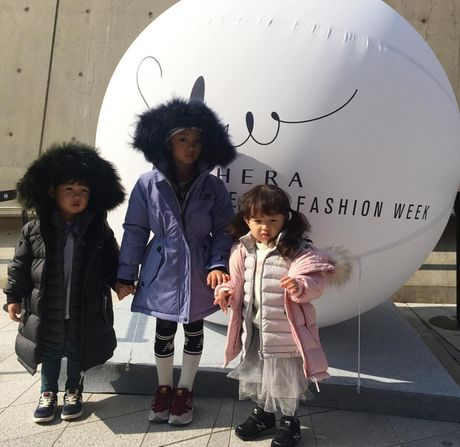 Fashionista hay Ngoi sao? Khong, chinh cac co be cau be nay moi dang 'thong tri' Seoul Fashion Week! - Anh 22