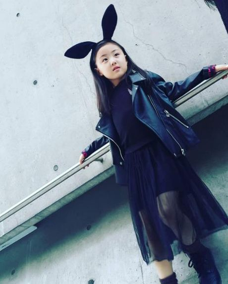 Fashionista hay Ngoi sao? Khong, chinh cac co be cau be nay moi dang 'thong tri' Seoul Fashion Week! - Anh 24