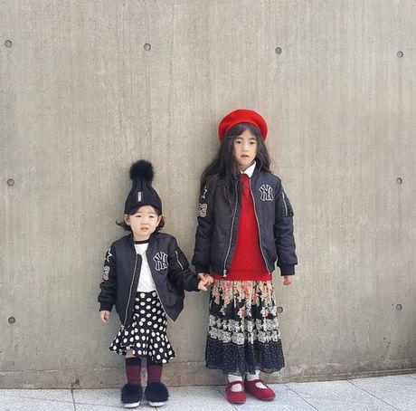 Fashionista hay Ngoi sao? Khong, chinh cac co be cau be nay moi dang 'thong tri' Seoul Fashion Week! - Anh 27