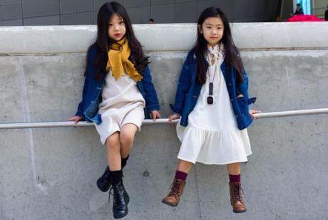 Fashionista hay Ngoi sao? Khong, chinh cac co be cau be nay moi dang 'thong tri' Seoul Fashion Week! - Anh 5