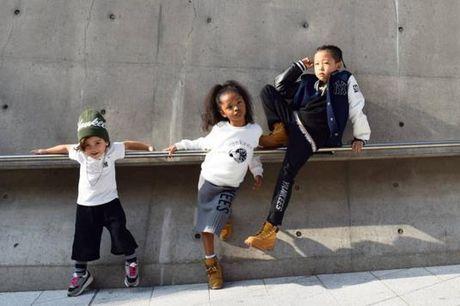 Fashionista hay Ngoi sao? Khong, chinh cac co be cau be nay moi dang 'thong tri' Seoul Fashion Week! - Anh 9