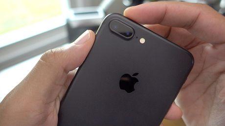 Apple phat hanh iOS 10.0.3 sua loi mat song tren iPhone 7 - Anh 1