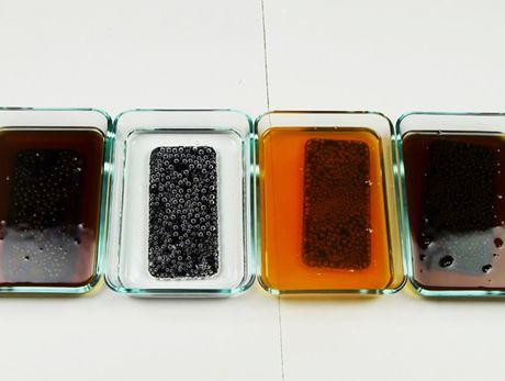 iPhone 7 ngam trong Coca-Cola, Sprite, Fanta hay Pepsi co hai nhat? - Anh 1