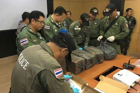 Thai Lan bat ke am muu danh bom ngay giua quoc tang - Anh 2