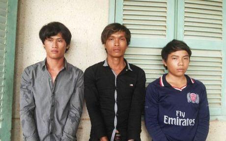 Don Bien phong Nam Du bat 3 nghi pham giet chu tau - Anh 1