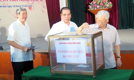 Van phong Trung uong Dang ung ho dong bao lu lut mien Trung - Anh 1