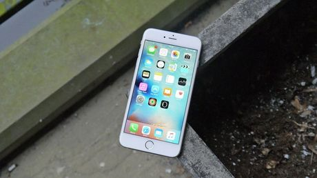Galaxy S6 Edge va iPhone 6S Plus dong loat dieu chinh gia - Anh 3