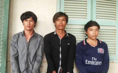Kien Giang: Bat 3 nghi pham giet chu tau cuoi tai san lay tien tieu xai - Anh 1