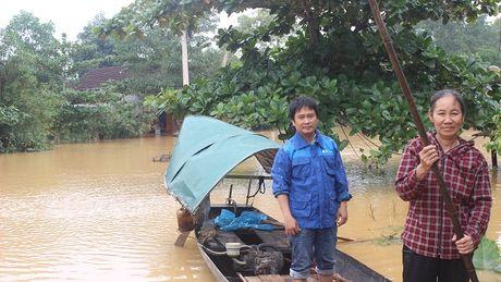 VNPT Ha Tinh khan truong ung cuu dam bao thong tin lien lac trong mua lu - Anh 1