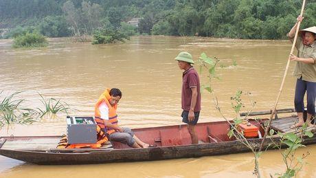 VNPT Ha Tinh khan truong ung cuu dam bao thong tin lien lac trong mua lu - Anh 2