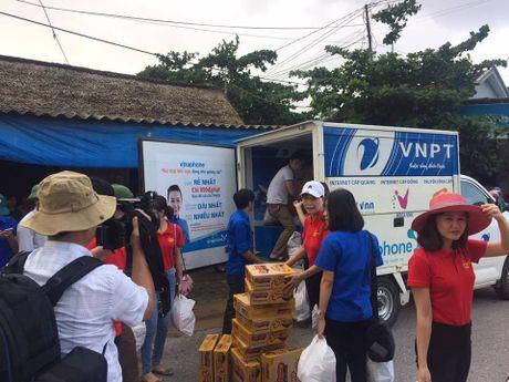 VNPT Ha Tinh khan truong ung cuu dam bao thong tin lien lac trong mua lu - Anh 4