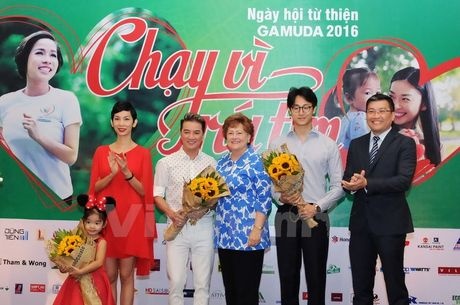 Ca sy My Linh, Dam Vinh Hung se tham gia 'Chay vi trai tim' - Anh 1