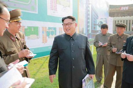 Kim Jong-un tai xuat sau 11 ngay 'mat tich' bi an - Anh 1